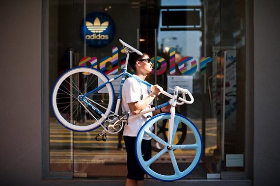 Chairman Ting et son fixie Adidas