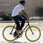 David Beckham et son fixie noir et jaune