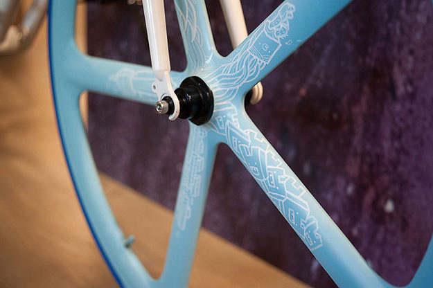 fixie love le top 5 customisations de v lo fixie du grand art. Black Bedroom Furniture Sets. Home Design Ideas