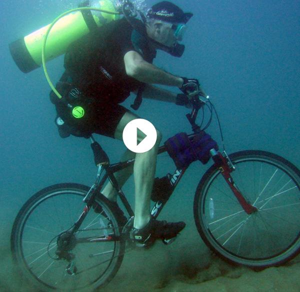 vélo-sous-l'eau-lucas-brunel