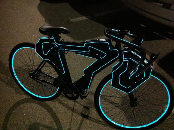 vélo fixie lumineux style Tron