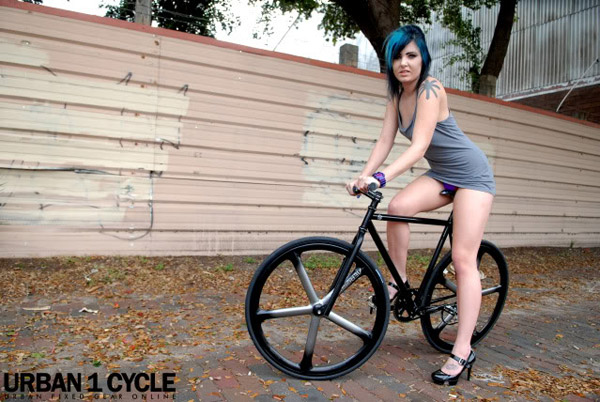 fille sexy à fixie