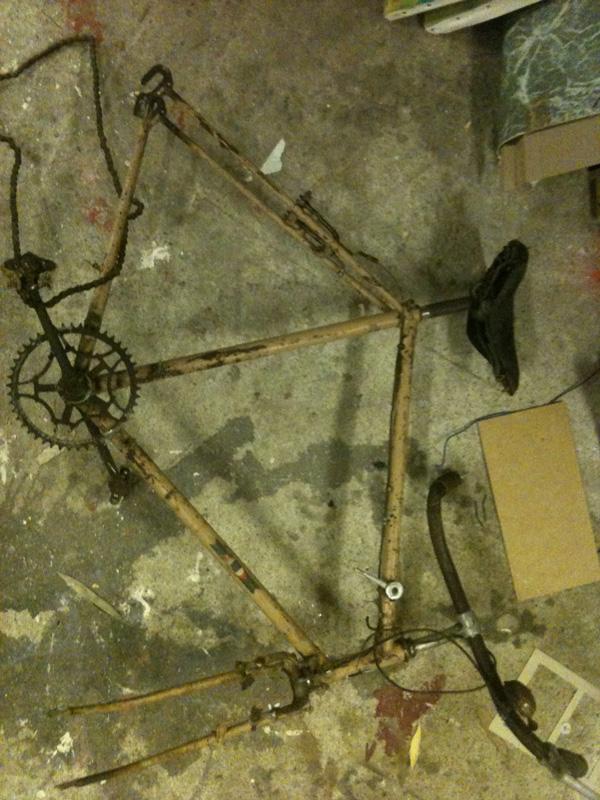 vieux-cadre-vélo-transformation-fixie-fixie2rue