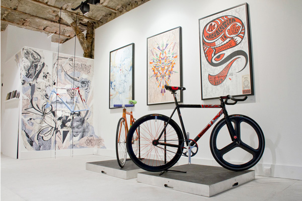 road-art-galerie-marseille-fixie-2012-customisation.jpg