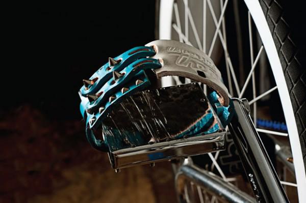 vince-felix-us-versus-them-bike-pedal-fixie-cuir-picots