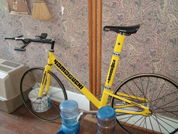 fixie-jaune-cadre-insolite