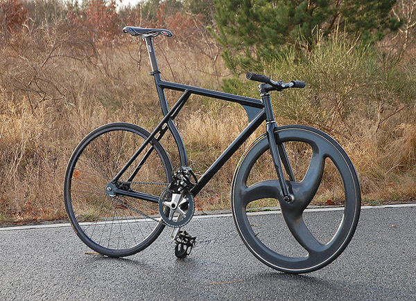 fixie-noir-cadre-insolite